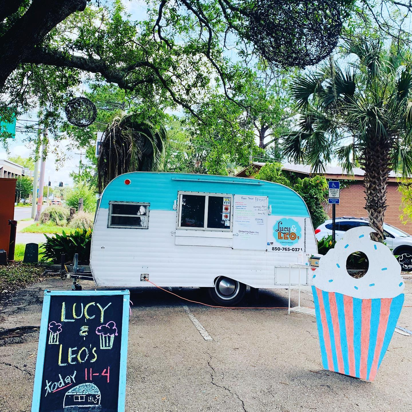 Lucy & Leo's Cupcakery food truck